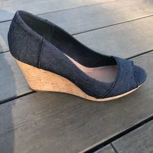 Gorgeous Toms denim-style open toe wedge, Size 8
